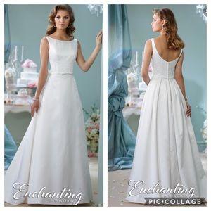 Enchanting by Mon Cheri white long Gown